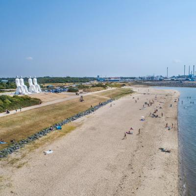 The beach in Esbjerg with the sculpture Men by the Sea